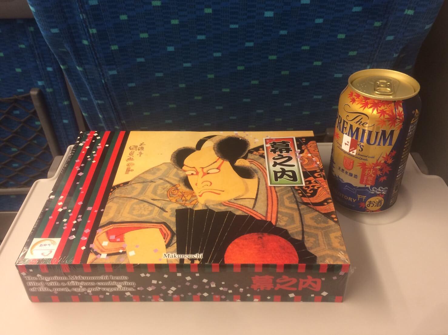 新幹線で弁当と一緒にお酒を飲むのはサイコーです