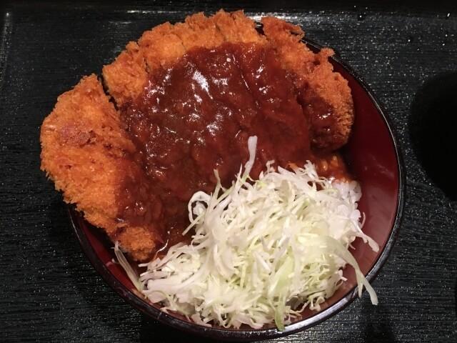 岡山の名物デミカツ丼。カツとデミグラスソースが意外に合っておいしい
